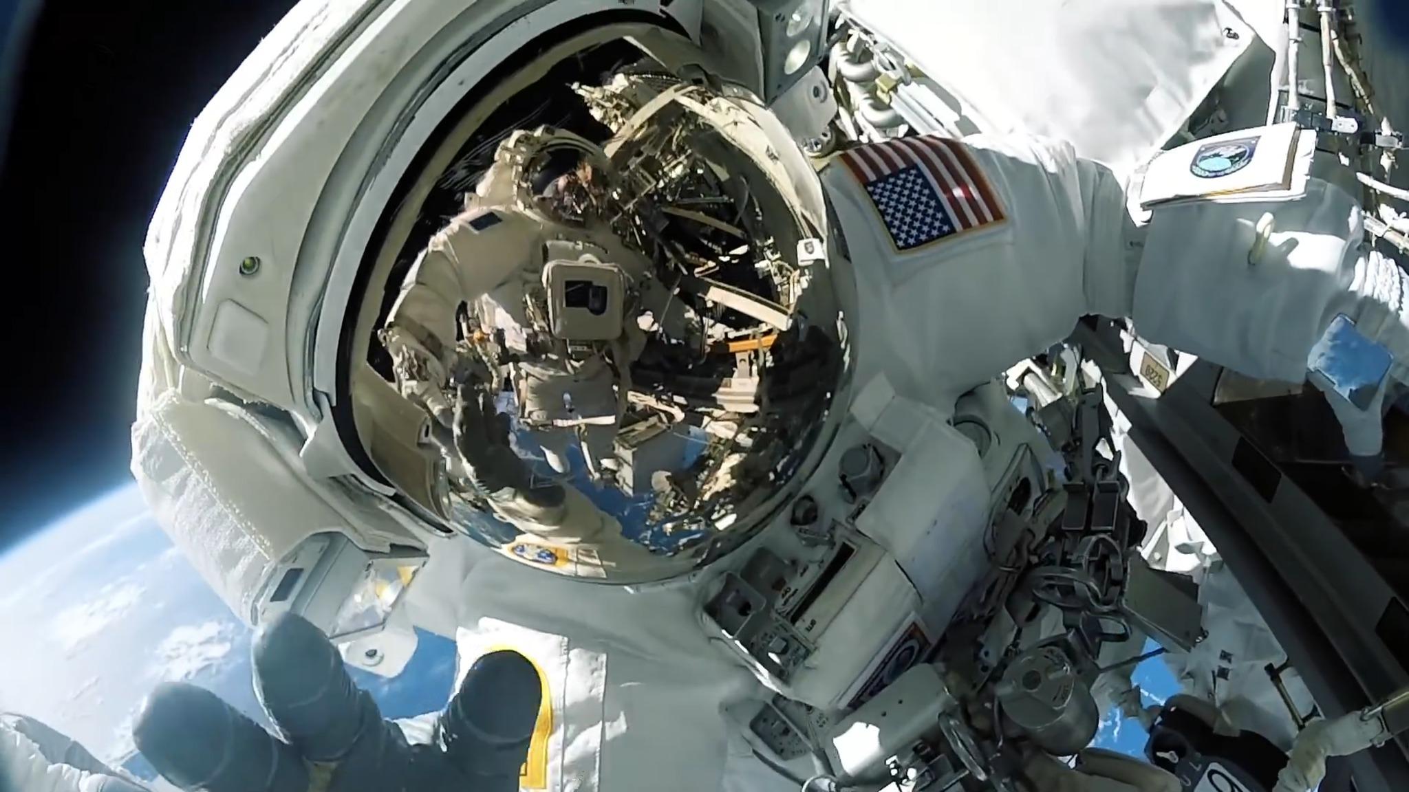 LGD0200144088-Cosmonaute